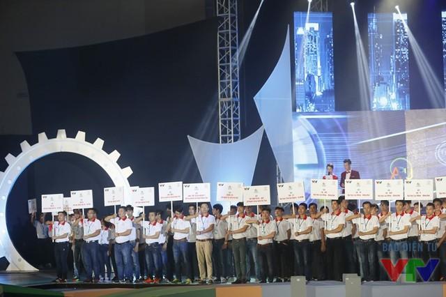 Các đội tuyển tham dự VCK Robocon Việt Nam 2016 ra mắt khán giả