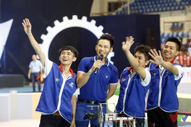 Các cổ động viên ăn mừng cùng các đội tuyển