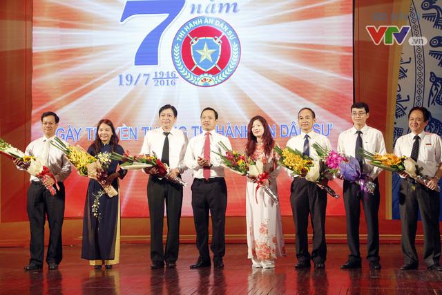 Ban Giám khảo Hội thi Chung kết toàn quốc Chấp hành viên giỏi lần thứ nhất