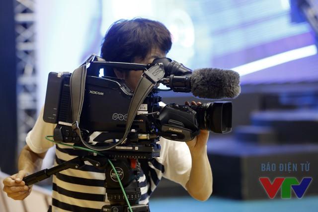 Đài Truyền hình NHK của Nhật Bản ghi lại những hình ảnh về những đội thi đấu xuất sắc tại vòng chung kết Robocon Việt Nam 2016
