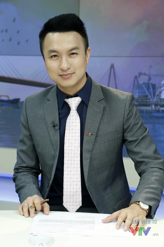 BTV Việt Phong đã có 1 năm gắn bó với VTV. Tại môi trường làm việc mới, anh đã có những trải nghiệm mới và học thêm nhiều điều từ những người đồng nghiệp mới.
