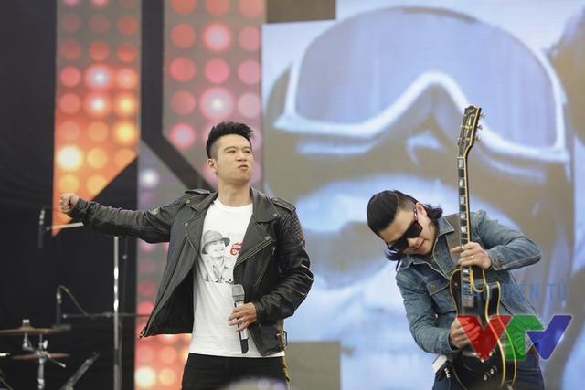 Ban nhạc Ngũ cung thể hiện ca khúc Ngày hôm qua.