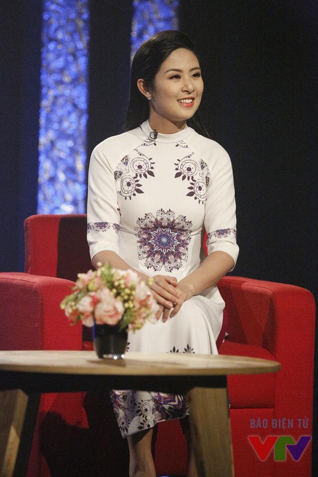 Trong buổi ghi hình cùng MC Anh Tuấn, Ngọc Hân dành phần lớn thời gian chia sẻ về các bài hát yêu thích của cô