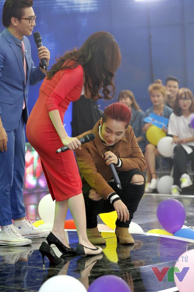 MC Thanh Huyền cũng tìm kiếm cơ hội thử giày để trở thành nàng Lọ lem.