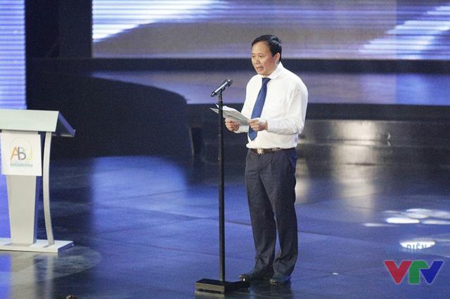 Ông Đỗ Quốc Khánh - Trưởng ban Khoa Giáo, Đài THVN - Trưởng Ban tổ chức cuộc thi Robocon Việt Nam 2016 vòng loại phía Bắc - phát biểu tại lễ khai mạc