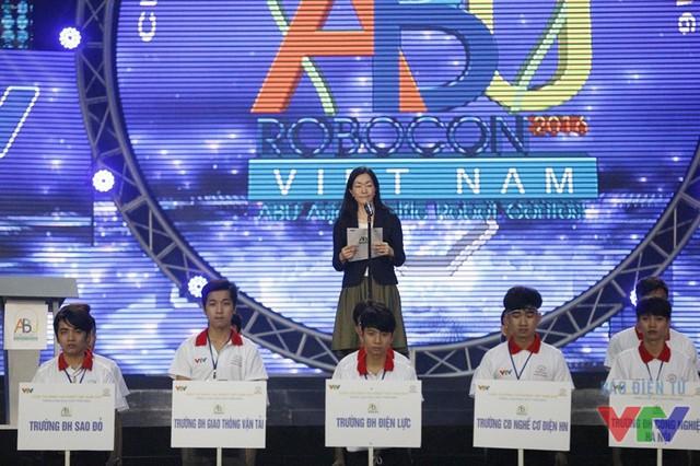 Bà Eriko Watanabe - Phó giám đốc Khối Bán hàng và Dịch vụ, Công ty ô tô Toyota Việt Nam - phát biểu tại lễ khai mạc