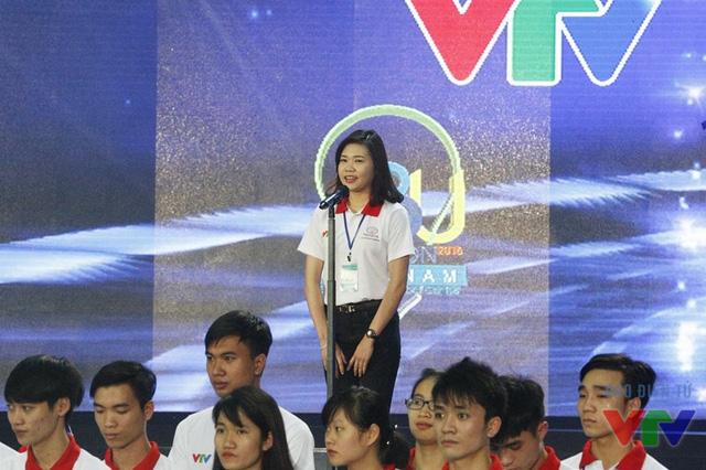 Đại diện các thí sinh tham dự vòng loại Robocon miền Bắc đọc lời tuyên thệ
