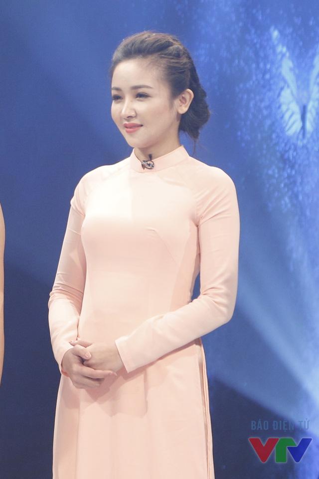 Hình ảnh Lê Thị Thùy trong buổi ghi hình chương trình Change Life - Thay đổi cuộc sống mùa 2