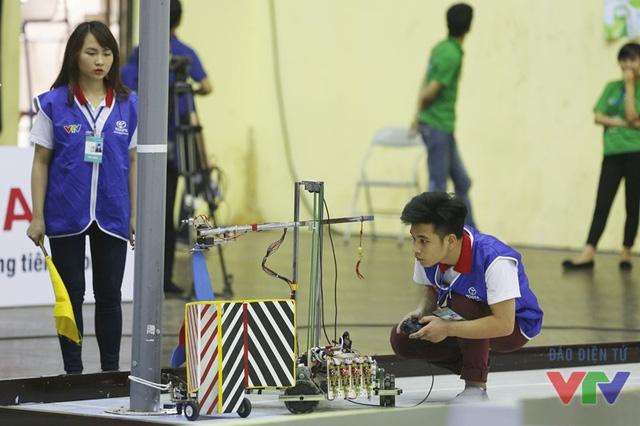 Eco Robot chạm cột turbine gió, 50 điểm đã về tay