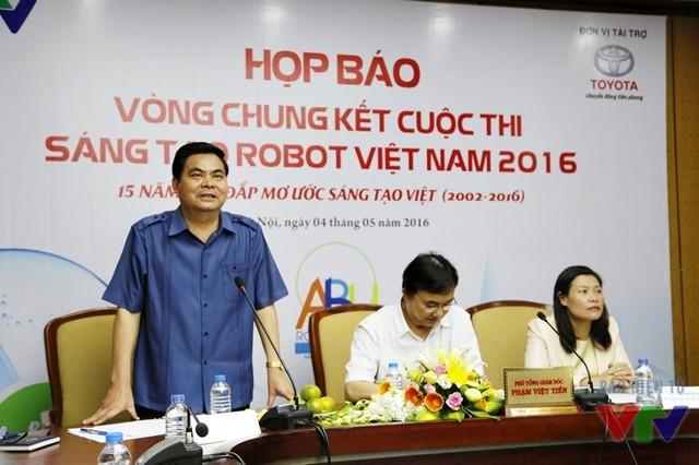 Ông Bùi Thành Đông - Giám đốc Sở Văn hóa, Thể thao và Du lịch tỉnh Ninh Bình - phát biểu tại buổi họp báo