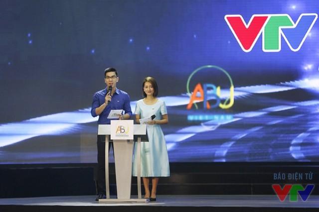 MC Hùng Sơn và MC Quỳnh Chi