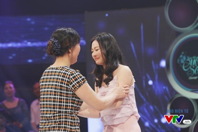 Giây phút xúc động khi Thu Trang được gặp mẹ sau 3 tháng xa cách