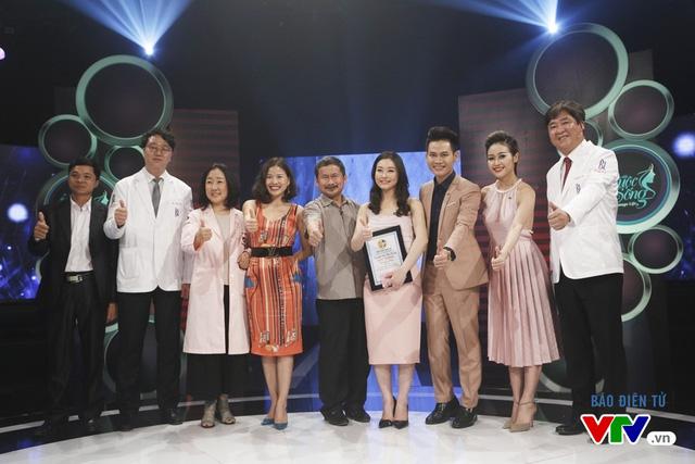 Thu Trang và các bác sĩ Hàn Quốc trong chương trình Change Life - Thay đổi cuộc sống
