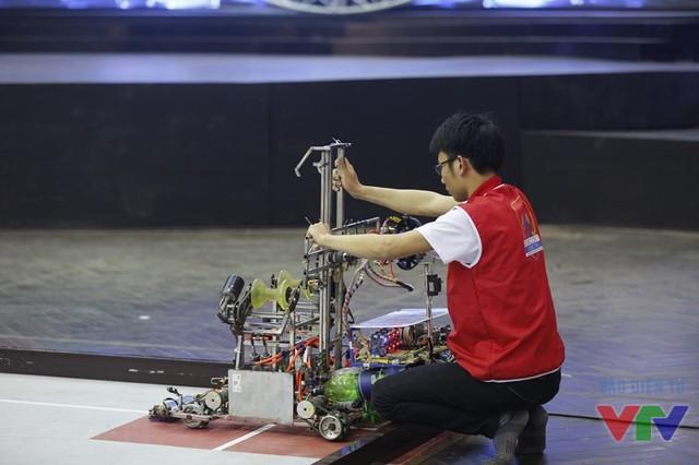 Hybrid Robot của SKH_MEC liên tục gặp sự cố từ khi bắt đầu trận đấu