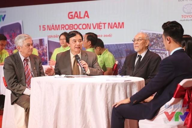 Nhà báo Phạm Việt Tiến - Phó Tổng Giám đốc Đài Truyền hình Việt Nam - chia sẻ về những kỷ niệm gắn bó với Robocon từ những mùa đầu tiên