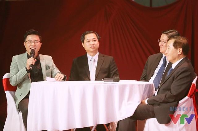 MC Lê Anh - người dẫn chương trình kỳ cựu trong các cuộc thi Robocon Việt Nam - giao lưu cùng các khách mời