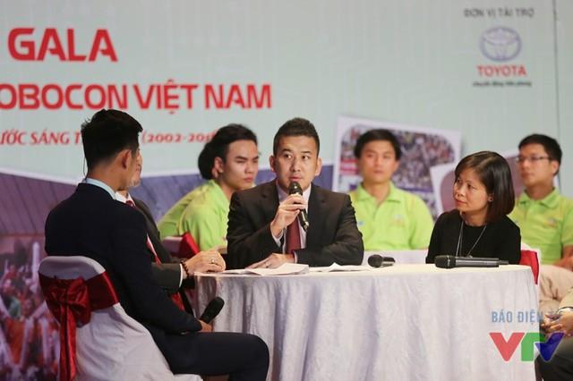 Đại diện của Công ty Ô tô Toyota Việt Nam - nhà tài trợ chính đồng hành với cuộc thi Robocon Việt Nam cùng VTV trong suốt 15 năm qua