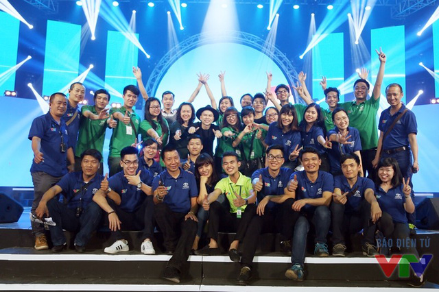 Ban Tổ chức chương trình và những thành viên góp phần tạo nên sự thành công của đêm Gala kỷ niệm 15 năm Robocon Việt Nam