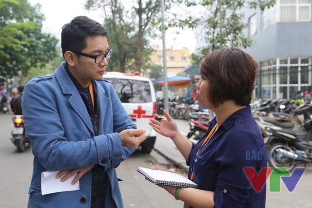 BTV Minh Long và PV Mai Phương trao đổi trước khi thâm nhập thực tế.