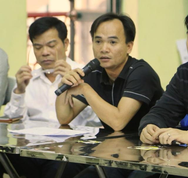 Tổ trưởng Tổ Trọng tài vòng loại Robocon Việt Nam 2016 khu vực phía Bắc trực tiếp trả lời các câu hỏi của các đội tuyển