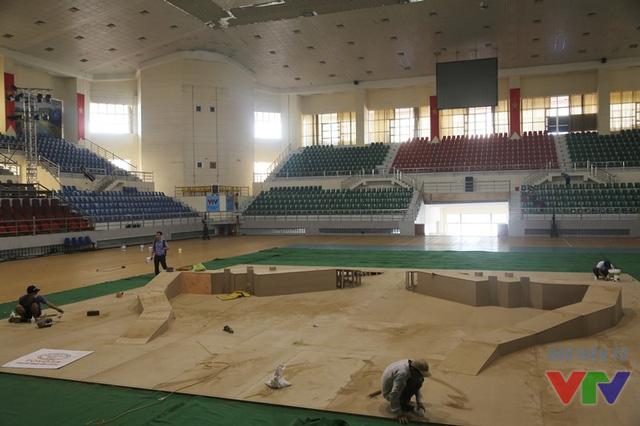 Sân thi đấu đang được hoàn tất