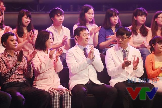 Các bác sĩ người Hàn Quốc theo dõi chương trình