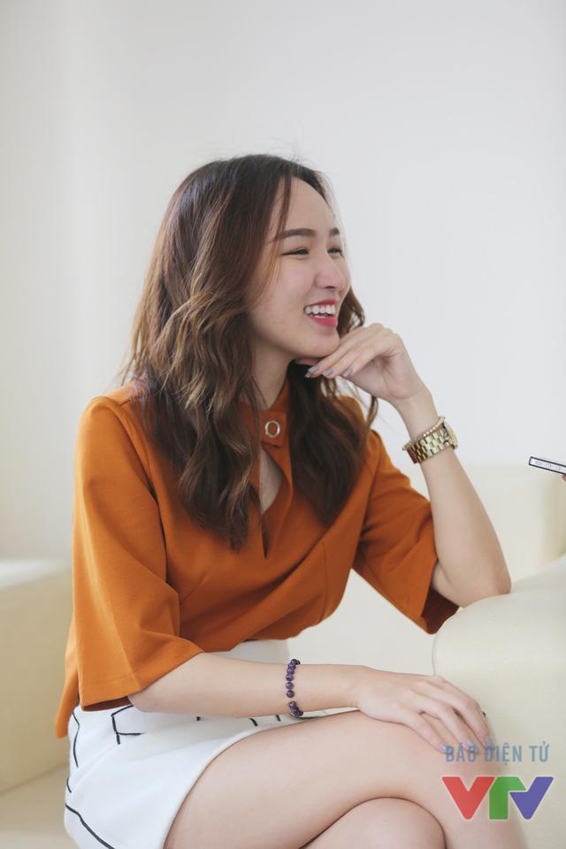 Cao Thanh Thảo My là một trong những khách mời đặc biệt của Change Life - Thay đổi cuộc sống mùa 2. Nữ MC Vietnam Idol Kids xuất hiện tại trường quay với trang phục đơn giản, trẻ trung.