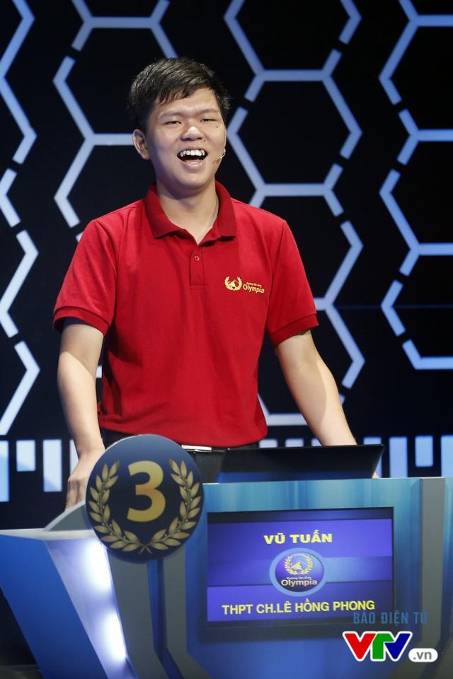 Lâm Vũ Tuấn giúp trường THPT chuyên Lê Hồng Phong, Nam Định lần đầu góp mặt vào đêm CK Đường lên đỉnh Olympia.