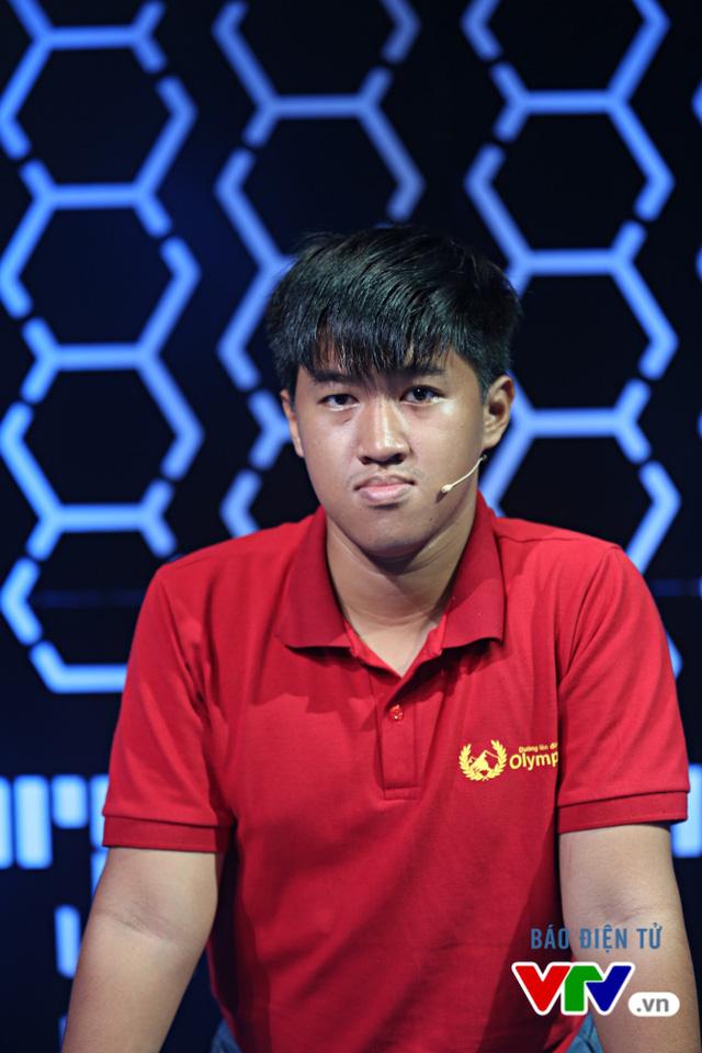 Phan Tiến Tùng đại diện đầu tiên của trường THPT chuyên Nguyễn Du (Đăk Lăk) tiến xa tới chung kết của cuộc thi.