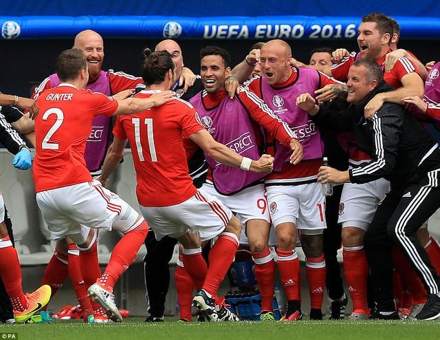 Niềm vui chiến thắng của ĐT Xứ Wales