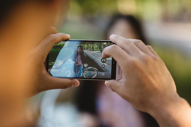 HTC One ME được trang bị camera trước 20 megapixel có khả năng tự động lấy nét