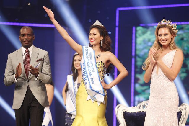 Giải Á khôi 1 thuộc về thí sinh Yến Nhi.