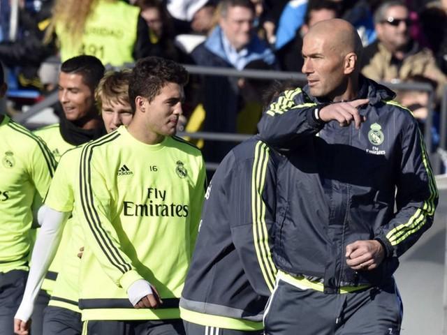 HLV Zidane vẫn tin Real còn cơ hội vô địch dù đội đang bị Barca dần bỏ xa.