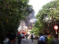 Hà Nội: Cháy lớn ở xưởng gỗ sát đường Giải Phóng