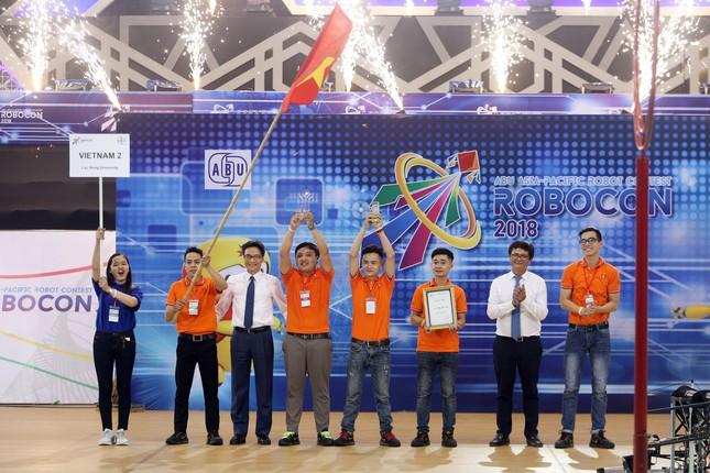 Thắng đại diện Trung Quốc, đội tuyển Việt Nam 2 giành ngôi vô địch ABU Robocon 2018