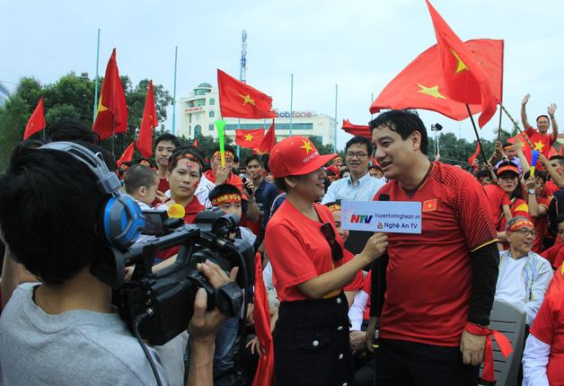 Phỏng vấn Bí thư Tỉnh ủy Nguyễn Đắc Vinh trong không khí cổ vũ cho đội tuyển U23 Việt Nam trước trận Chung kết AFF Cup