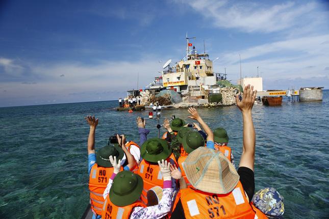 Phóng viên Đài PT-TH Thái Nguyên ra thăm và tác nghiệp tạo quần đảo Trường Sa, tỉnh Khánh Hòa