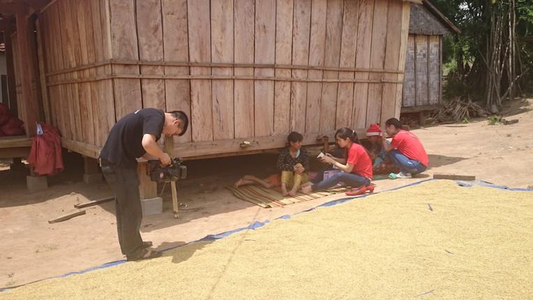 Phóng viên Đài PT-TH Thái Nguyên tác nghiệp tại tỉnh Kon Tum