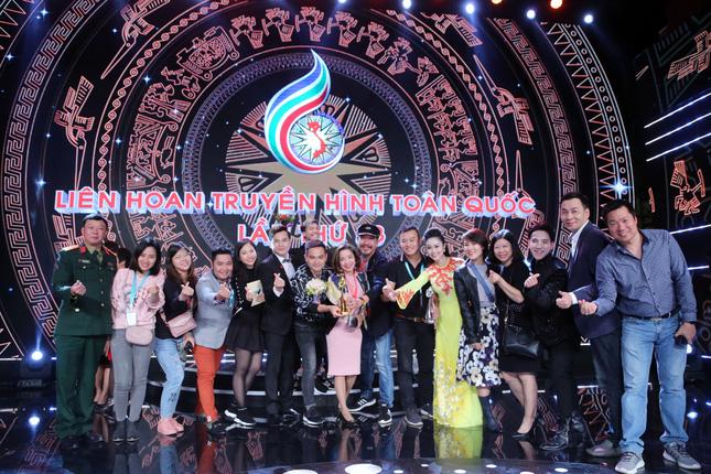 Ban Văn nghệ, Đài THVN cùng nhau chia vui sau thành công của lễ bế mạc LHTHTQ 38