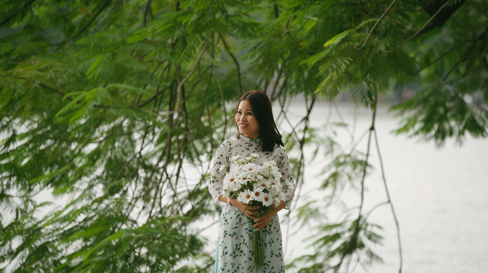 Lưu giữ khoảnh khắc ngày 20/10 với tờ áo dài trong tiết Thu se lạnh - Ảnh 4.