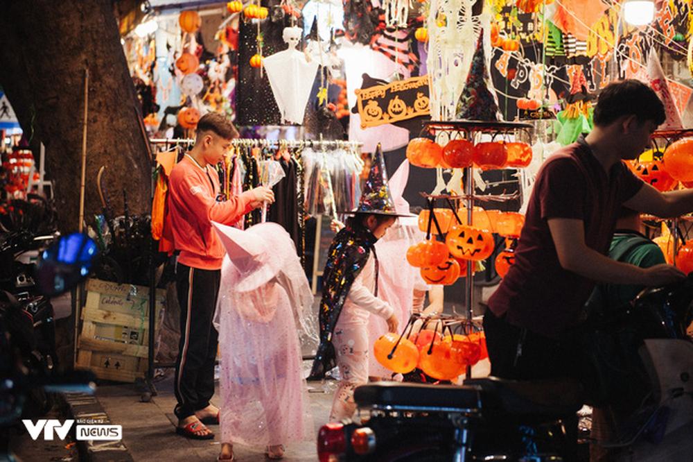 Ma quỷ tràn ngập phố Hàng Mã dịp Halloween - Ảnh 17.