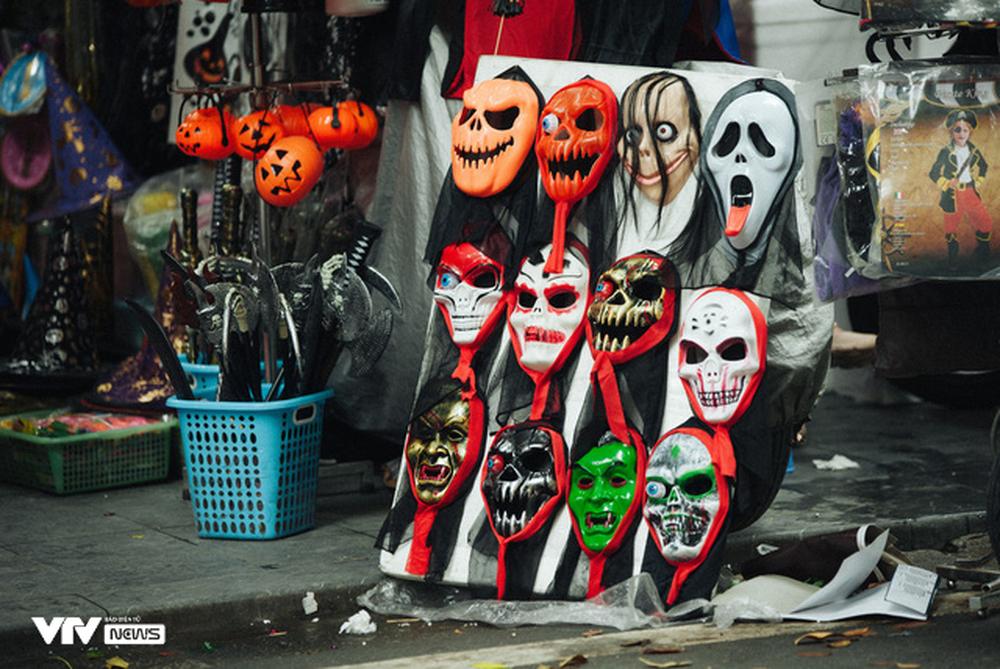 Ma quỷ tràn ngập phố Hàng Mã dịp Halloween - Ảnh 7.