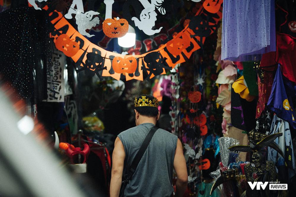 Ma quỷ tràn ngập phố Hàng Mã dịp Halloween - Ảnh 5.