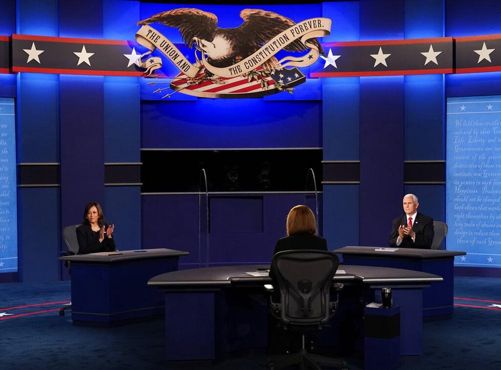 Tranh luận ứng viên Phó Tổng thống: Bớt hỗn loạn nhưng vẫn nhiều điểm nóng - Ảnh 1.