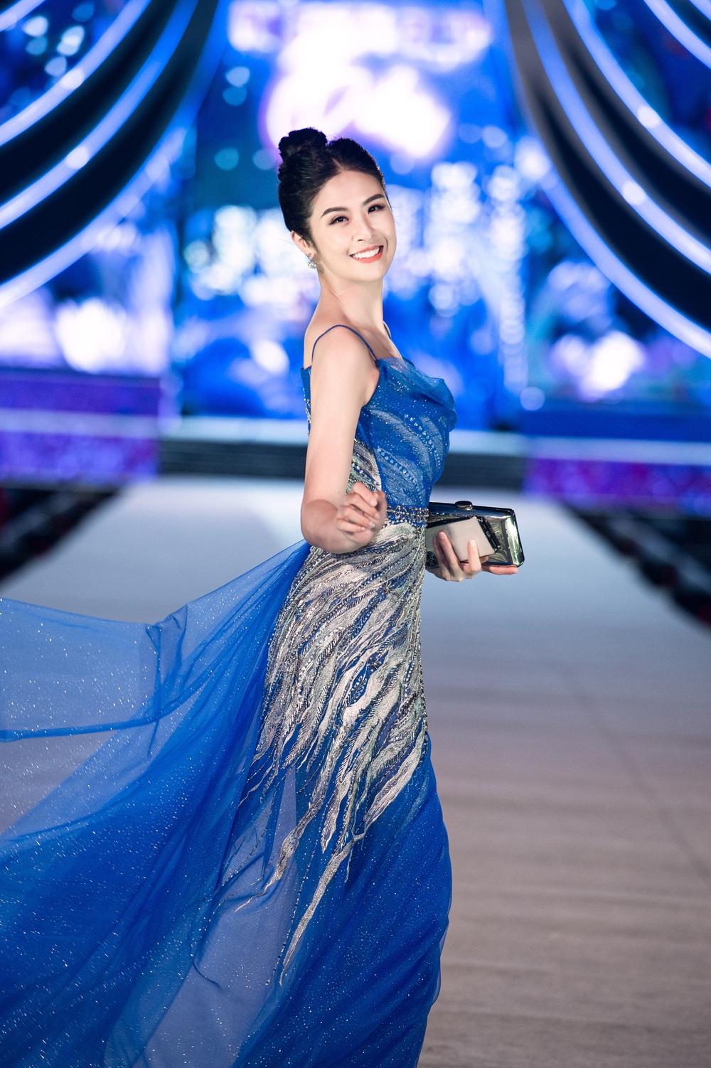 Thụy Vân khoe dáng nóng bỏng bên dàn Hoa hậu, Á hậu - Ảnh 4.