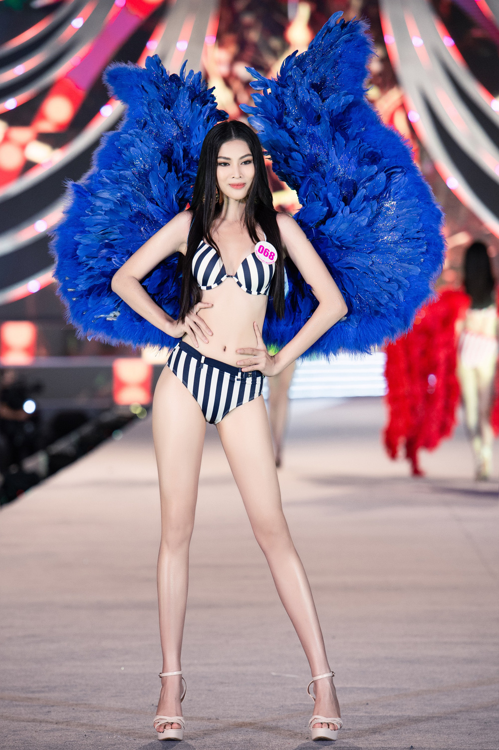 Thí sinh Hoa hậu Việt Nam 2020 trình diễn bikini bốc lửa - Ảnh 20.