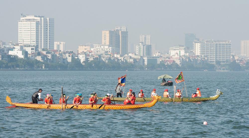 Hơn 500 vận động viên sôi nổi so tài tại Lễ hội Bơi chải Thuyền rồng Hà Nội 2020 - Ảnh 11.