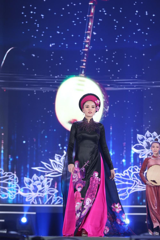 5 Hoa hậu của thập kỷ hương sắc hội tụ trong phần thi Áo dài Chung kết Hoa hậu Việt Nam 2020 - Ảnh 6.