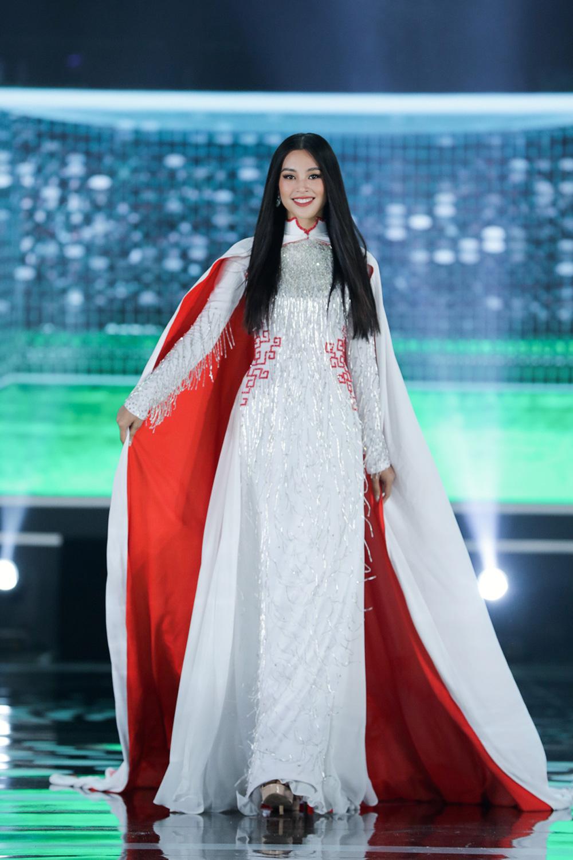 5 Hoa hậu của thập kỷ hương sắc hội tụ trong phần thi Áo dài Chung kết Hoa hậu Việt Nam 2020 - Ảnh 11.