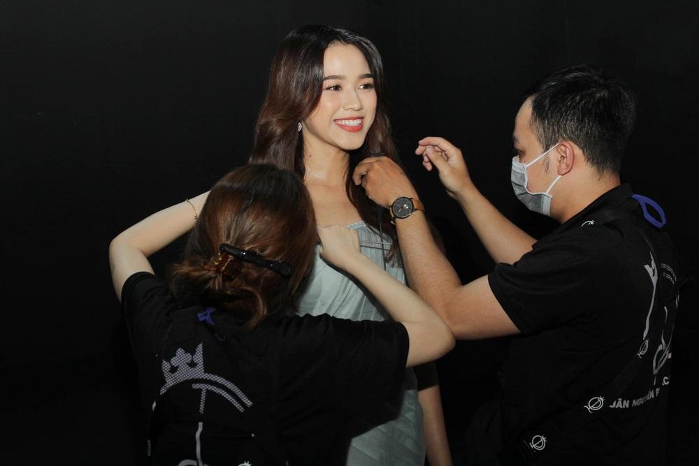 Hành trình từ nữ sinh Thanh Hóa đến tân Hoa hậu Việt Nam 2020 của Đỗ Thị Hà - Ảnh 2.